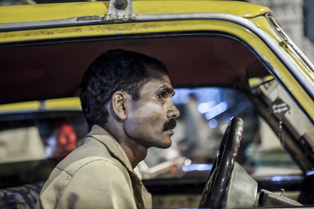Mumbai Mirror, 2013. A taxi driver in traffic lights.