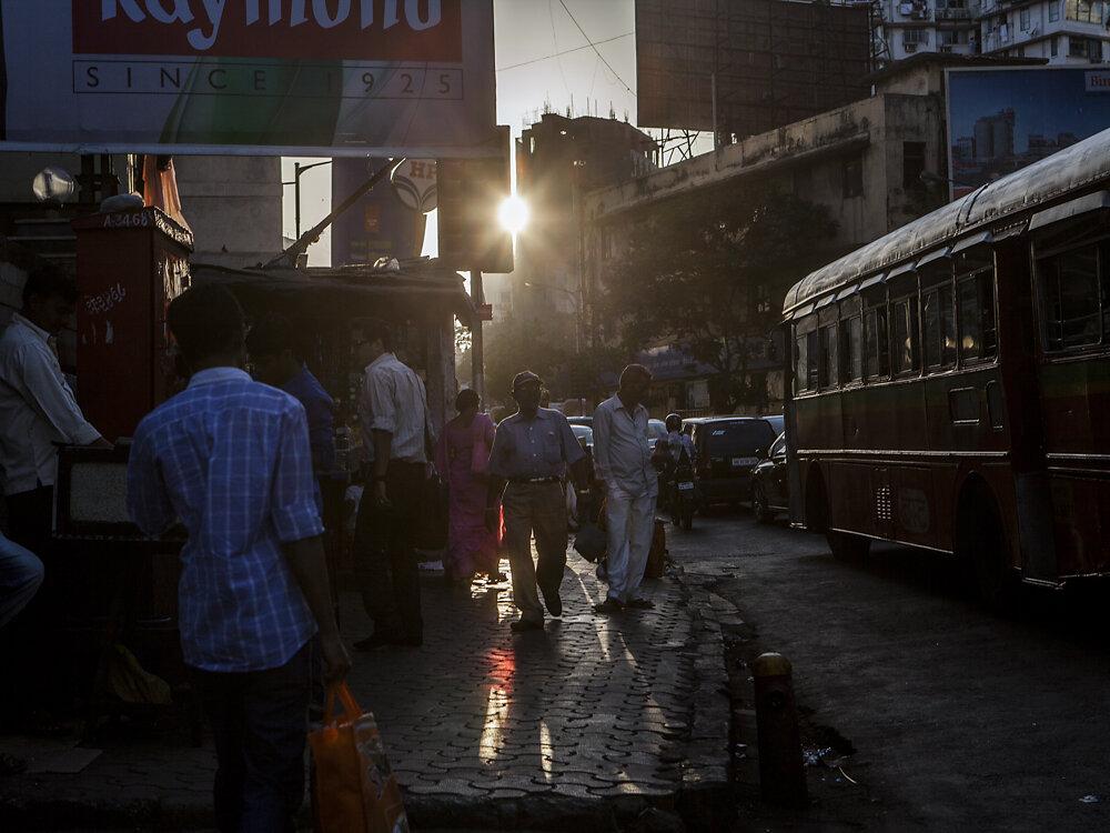 Mumbai Mirror, 2013. A street scene.